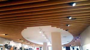 reforma retail techo madera tienda